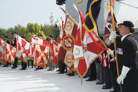 Polish war-veterans display Regimental Colours